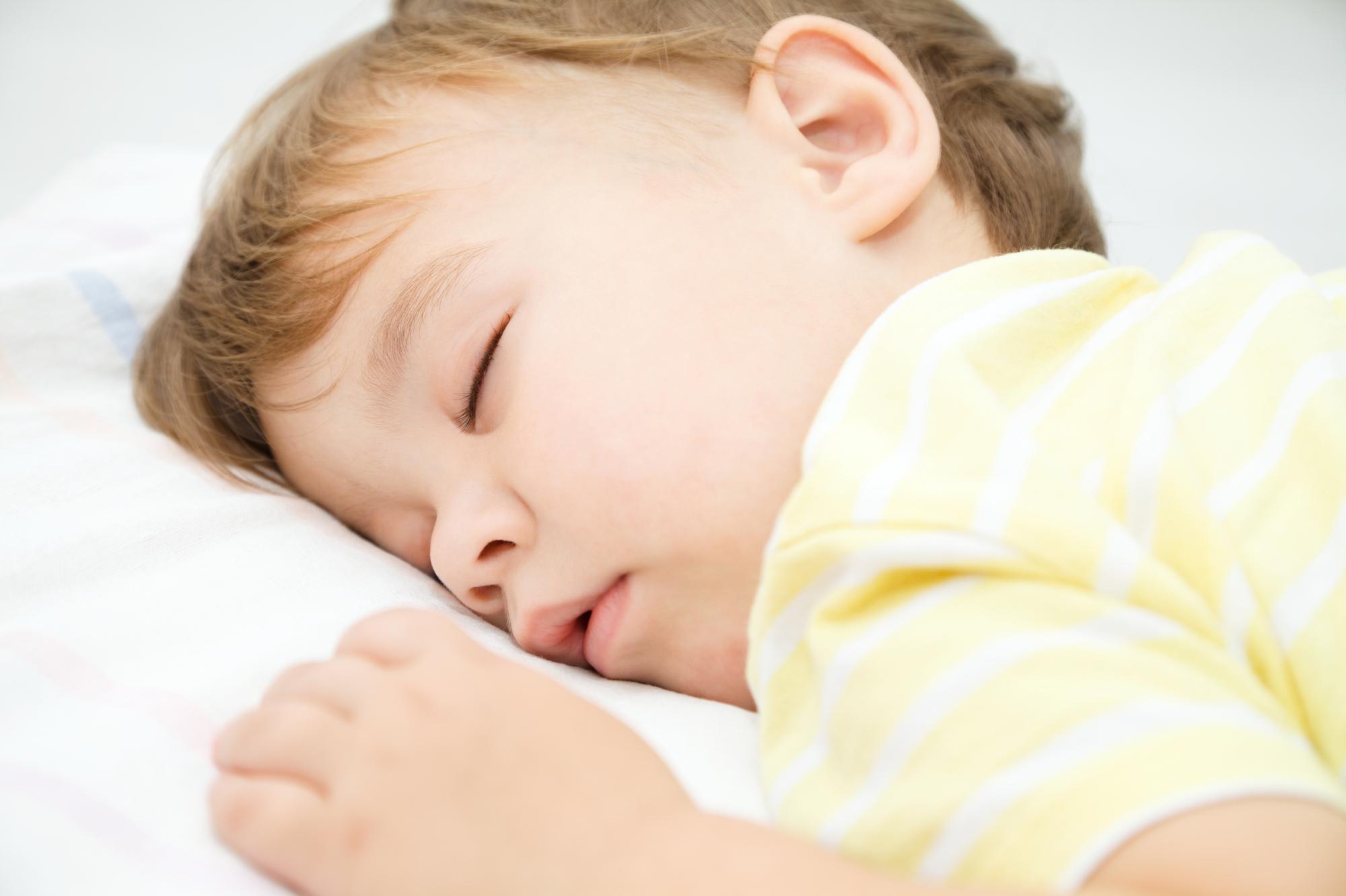 赤ちゃんのうつぶせ寝は危険!?対策のポイントを医師が解説!