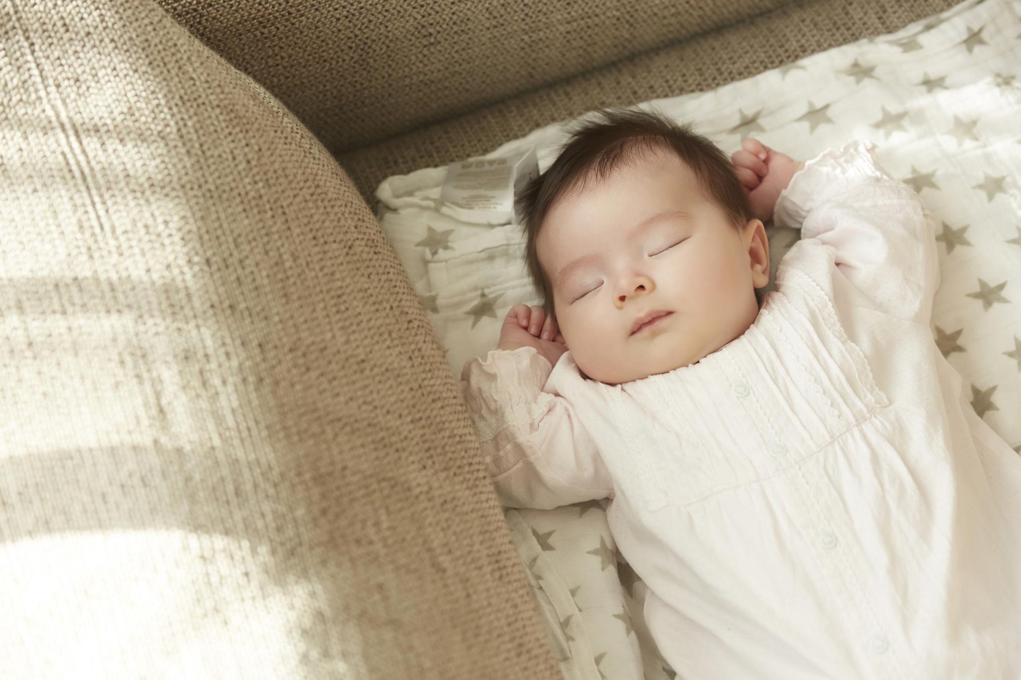 【医師解説】赤ちゃんの睡眠リズムの作り方と長く寝かせるためのコツとは?