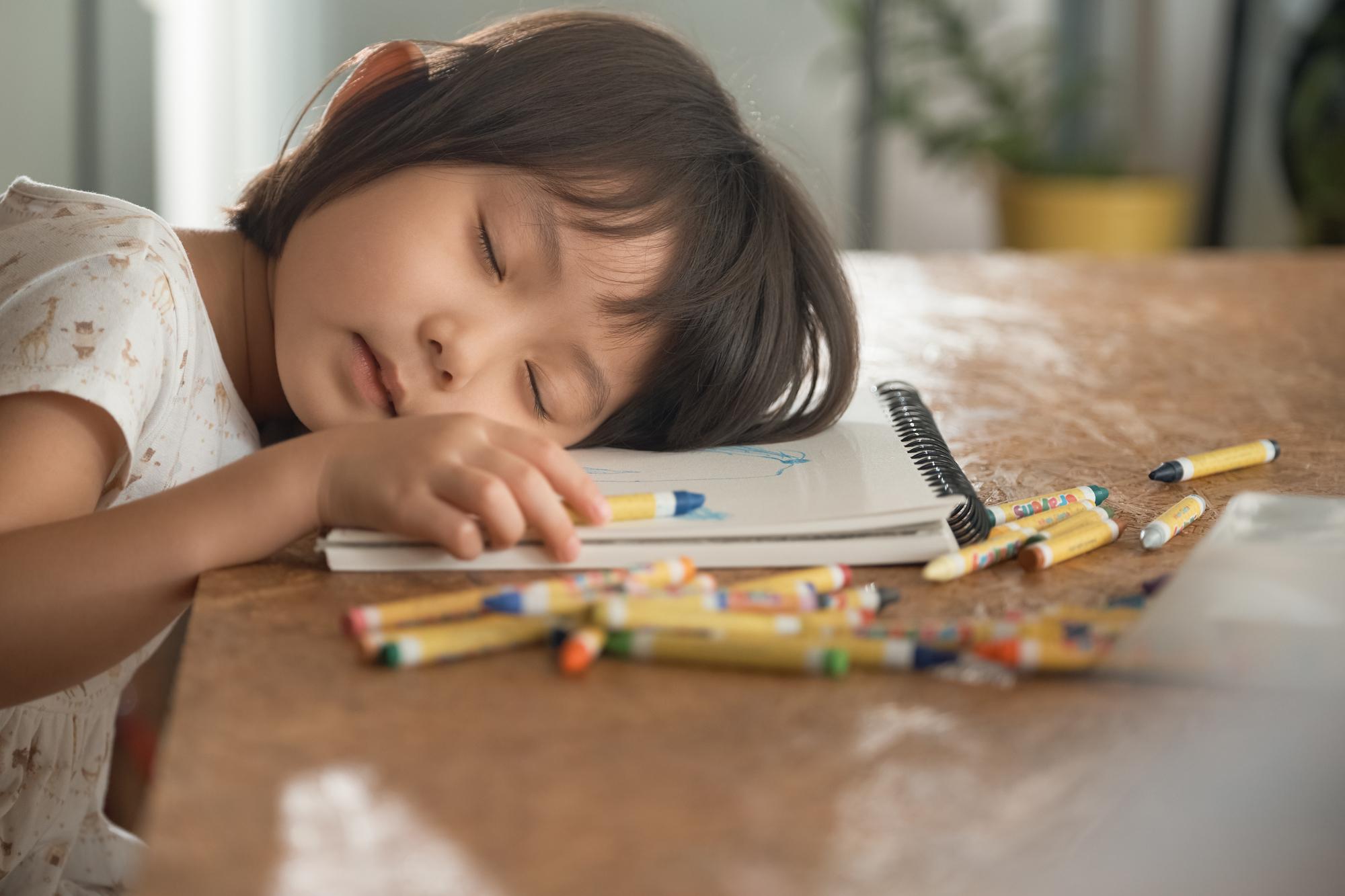 【医師解説】ナルコレプシーってなに?子供でも発症する?